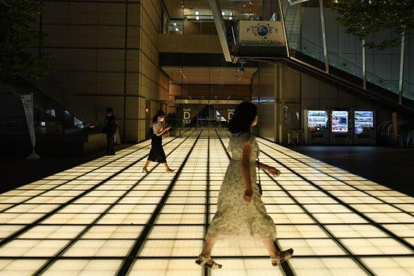 Quartier des affaires de Tokyo en septembre. Environ une femme sur cinq dans la ville vit seule.