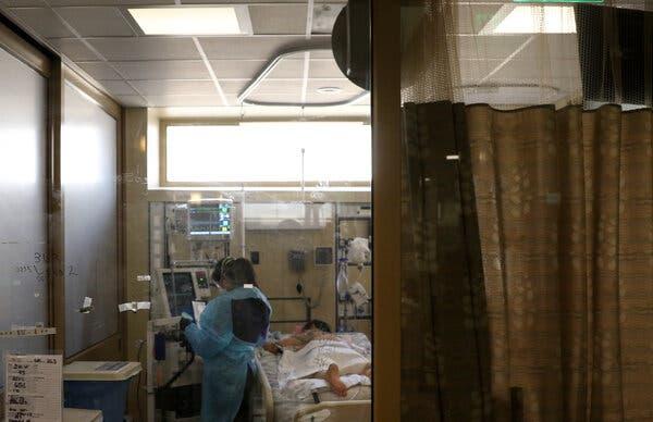 Le I.C.U. au Marian Regional Medical Center à Santa Maria, en Californie, ce mois-ci. Près des trois quarts de l'I.C.U. les lits étaient occupés au cours de la semaine se terminant le 18 février.