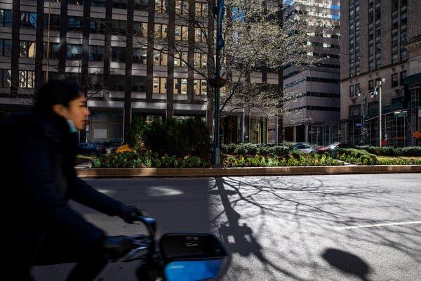 Park Avenue, entre la 46e et la 59e rue, fera l'objet de rénovations au cours des prochaines années, donnant à la ville une occasion unique de repenser les célèbres centres commerciaux.