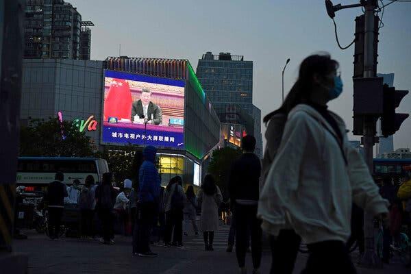 Le président Xi Jinping sur un écran à Pékin le mois dernier. La diplomatie agressive du gouvernement chinois de «guerrier-loup» a suscité les critiques d'autres pays.